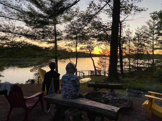 Muskoka Cottage on Gibson Lake - 5 BR/2 BATHS