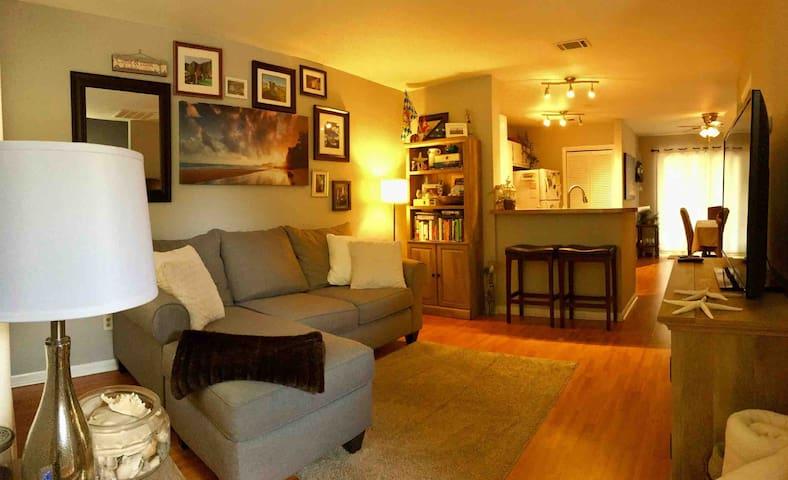 Spacious 2Bed/2Bath House - Unbeatable Location!
