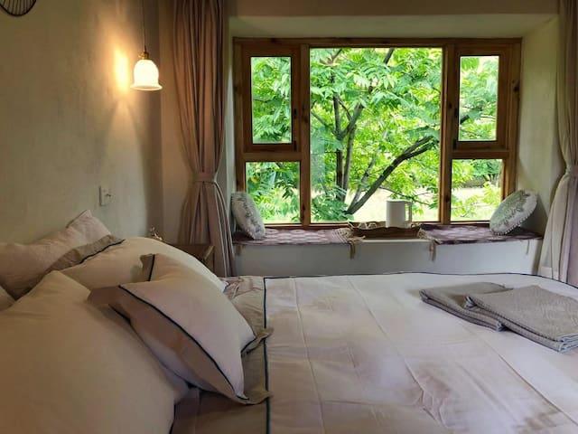 *林苍* 苍山脚下核桃林观景房|二楼南房间 适合舒适型度假 周租价格超级优惠