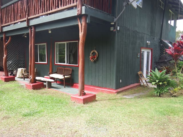 Pua Mala, Room 1 at Aloha Crater Lodge