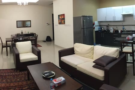 1 BR/Central Location at Diplomatic - Manama - Apartment