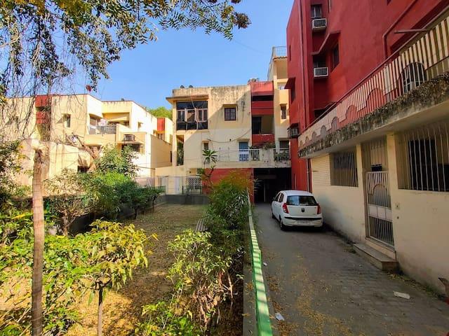 Spacious full apartment in South Delhi 6 people