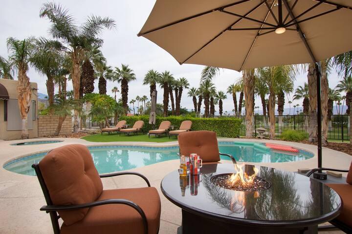 Private Paradise of El-Paseo! Pool, Views. Pets OK