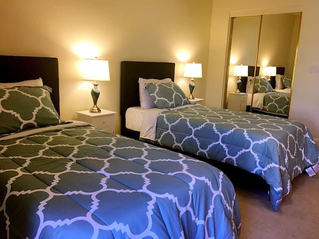 Large Bright Private bed & bath w/ private parking