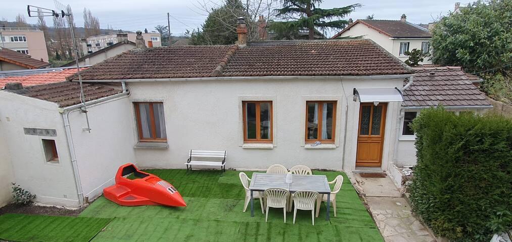 Maisonnette idéalement située, proche  RER/Verdure