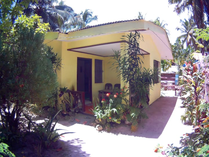 Yellow House 3br(5mins. walk to the beach)spacious