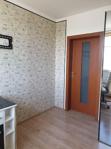Pokoj 2 (vchod z přilehlé chodby)