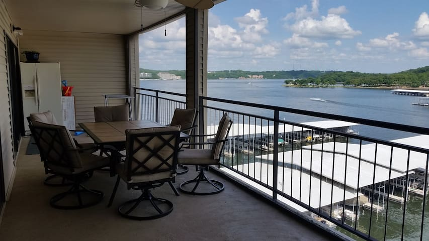 Newly Furnished 3Bed/3Bath Condo. 55 Ft Balcony!!! - Lake Ozark - Appartement en résidence