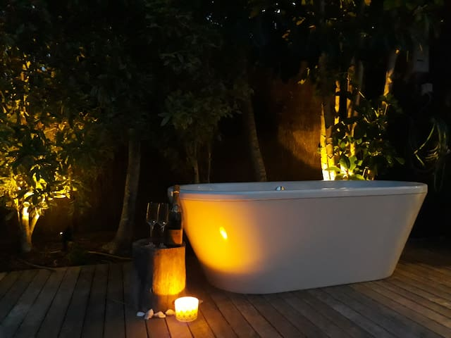 Romantic Escape, Outdoor Bath, 3 mins Omaha beach