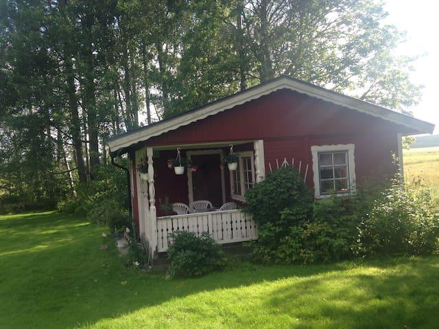 Gäststuga på landet mellan Stockholm och Oslo