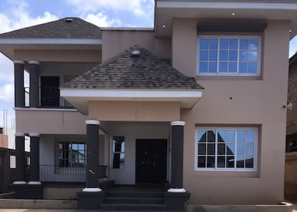 "Spacious 5-bedroom mansion in sought after location in Accra, Ghana. This breath taking property is describes as ""phenomenal"" at first sight. Located in the popular area of East Legon in central Accra. This ideal mansion has great transport links."
