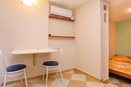 Studio flat with air-conditioning Promajna, Makarska (AS-10329-a) - Krvavica