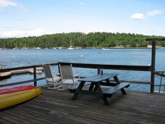 Quiet Waterfront Cottage on cove - Georgetown - Maison