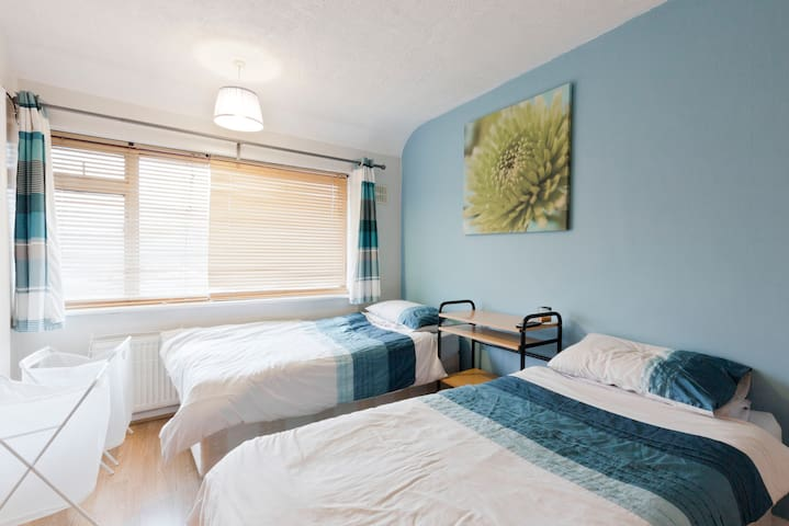 20 mins from Central London+Heathrow Airport - Greenford - House