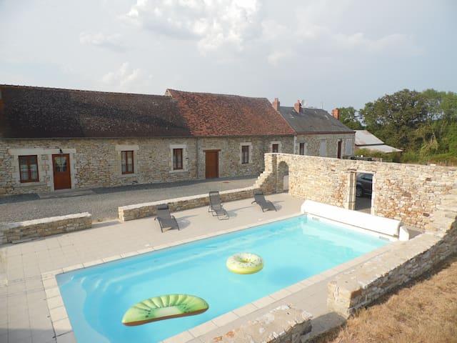 """Gîte """"L'Albizia""""et sa piscine  de 10x4mètres ."""