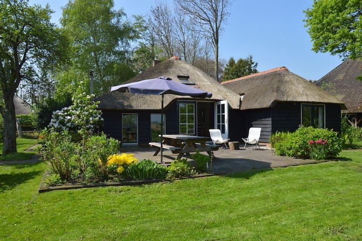 Modern vakantiehuis met privétuin in Giethoorn