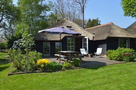 Quaint Farmhouse in Giethoorn with Private Garden