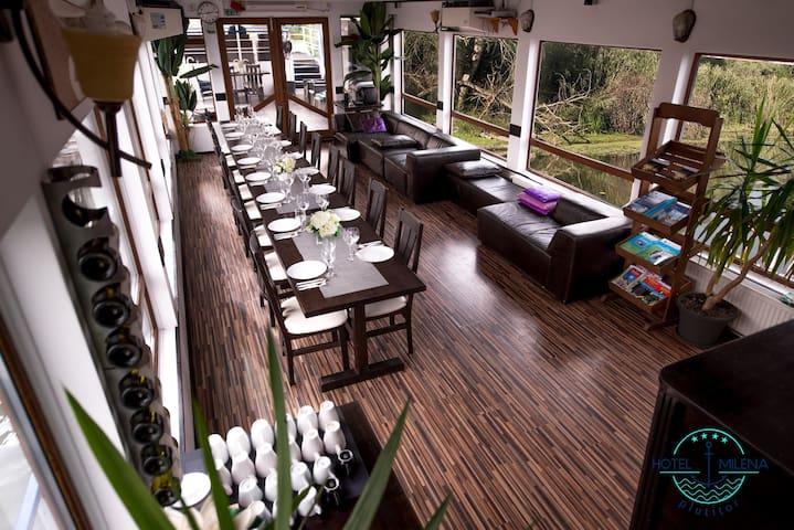 Hotel Plutitor Milena (Milena Floating Hotel)