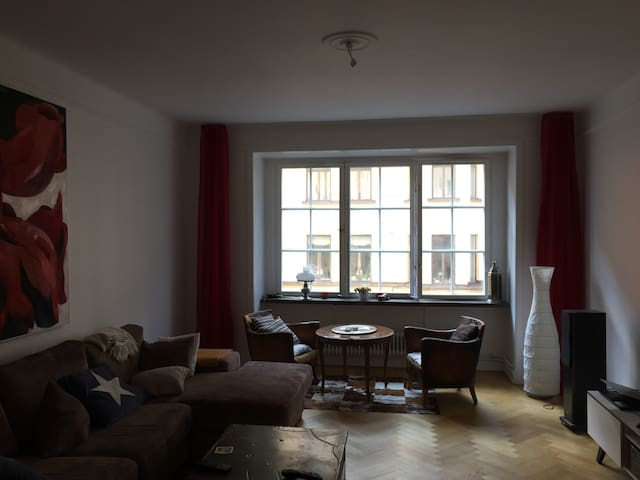 Open space home 8 min walk from central station