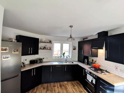 Spacious 3 bed house in Derbyshire countryside