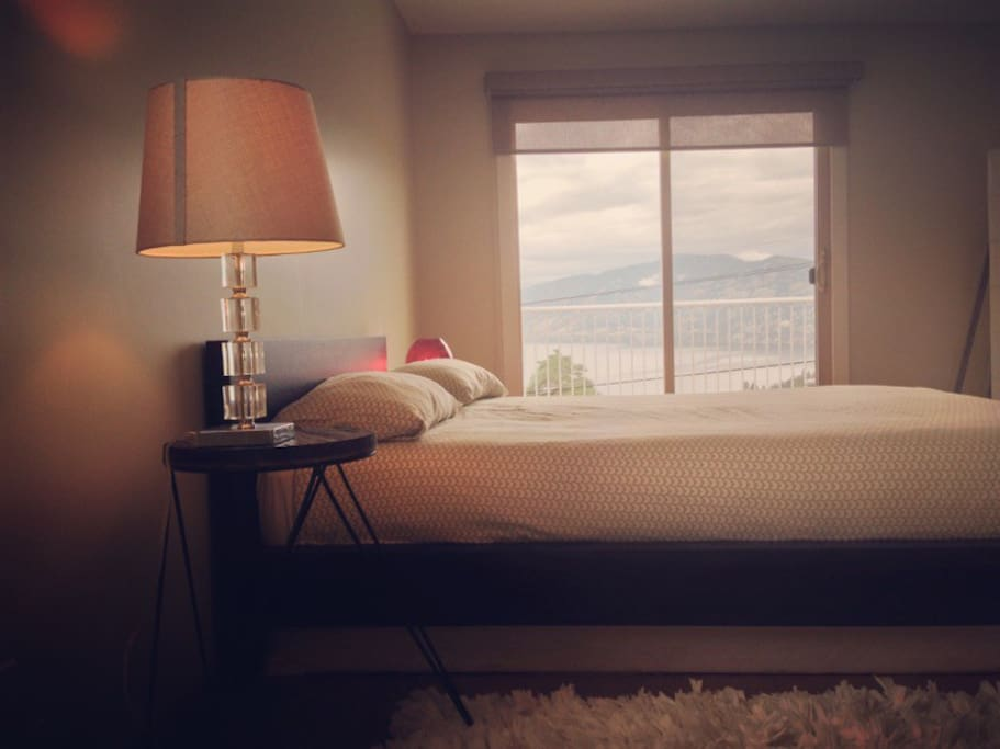 Wake up to a view of the lake and Okanagan wine country