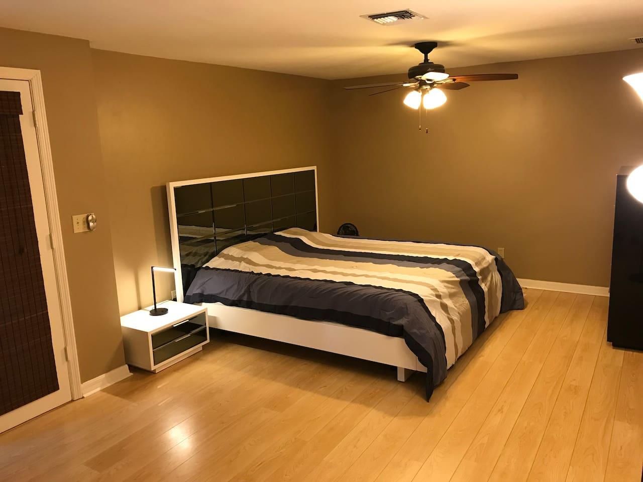 King size mattress (temperpudic)
