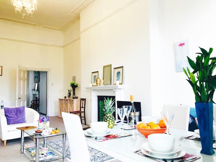 Spacious Apartment Close to Shops & Park, Parking