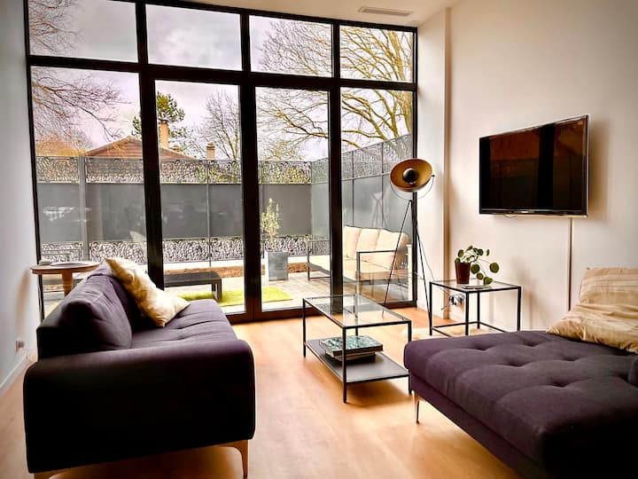 Brand new apartment, light and airy with lterrace