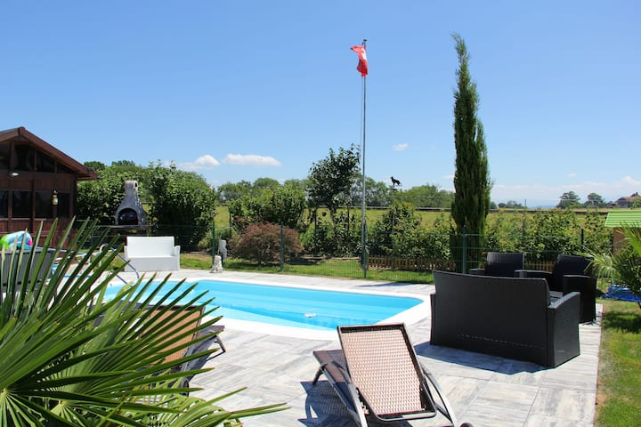 Studio in Bevaix, with wonderful lake view, private pool, enclosed garden