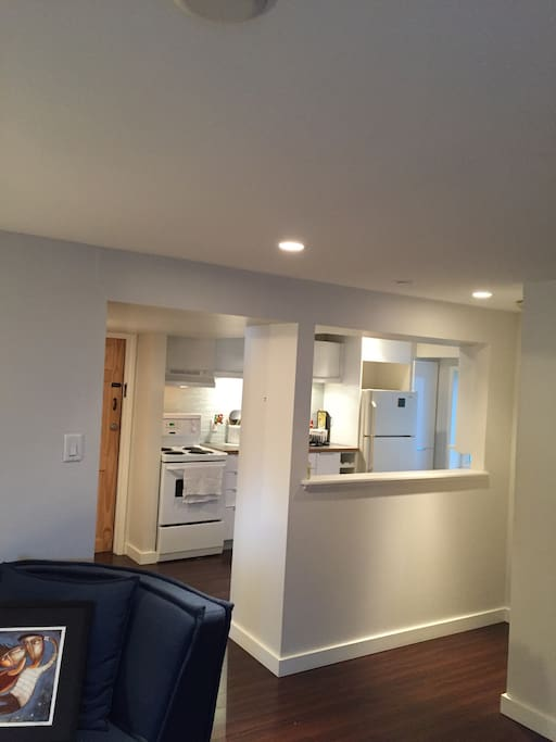 Open kitchen with fridge, stove, oven, dishes for 4 ppl