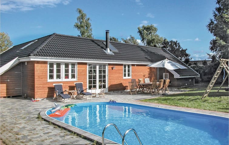 Holiday cottage with 3 bedrooms on 122m² in Præstø