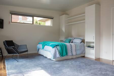 Luxury Private Garden Studio - Frankston - Apartment