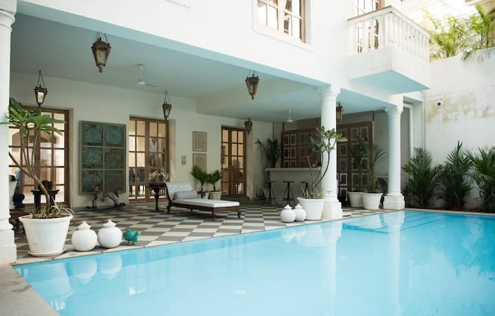 Luxurious 5BHK Private Villa w/ Pool - Ironlily