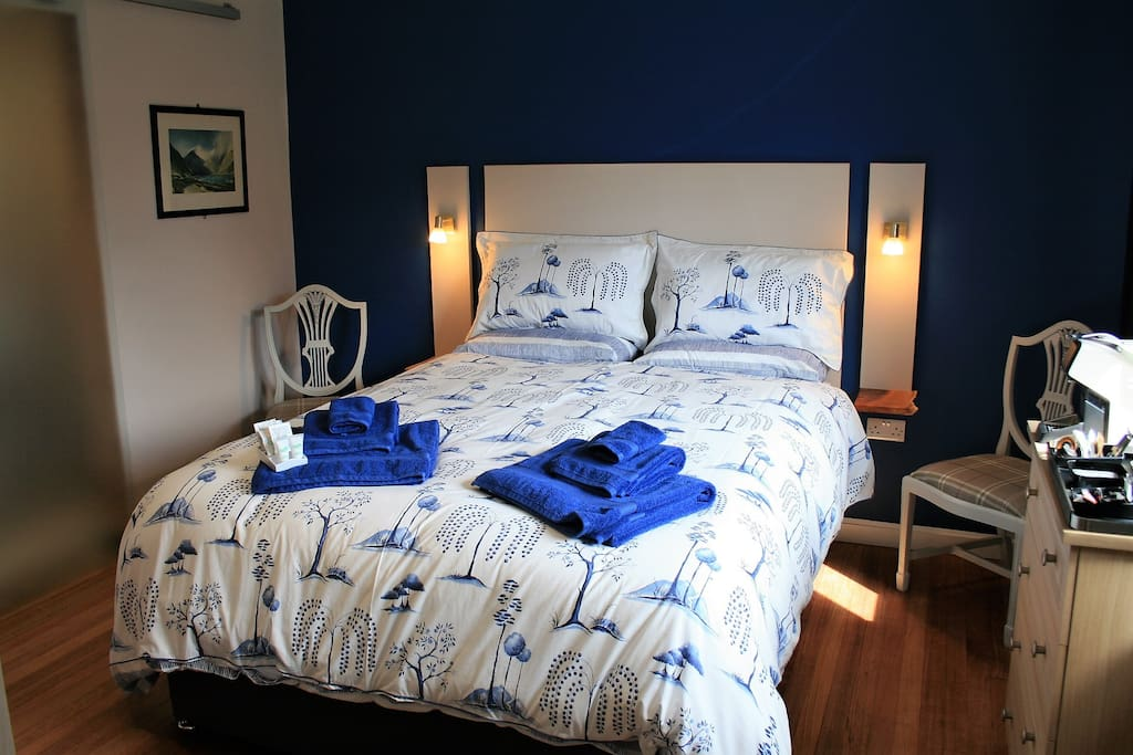 Sleep well in the Blue Willow Room
