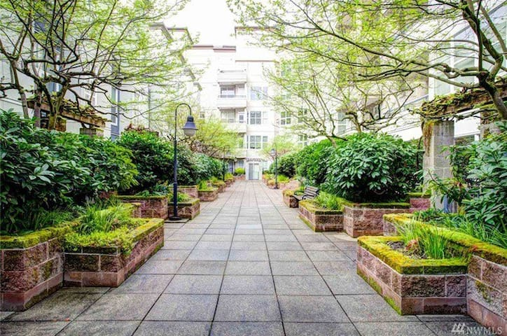 Downtown Bellevue Park Free WIFI - Bellevue - Apartment