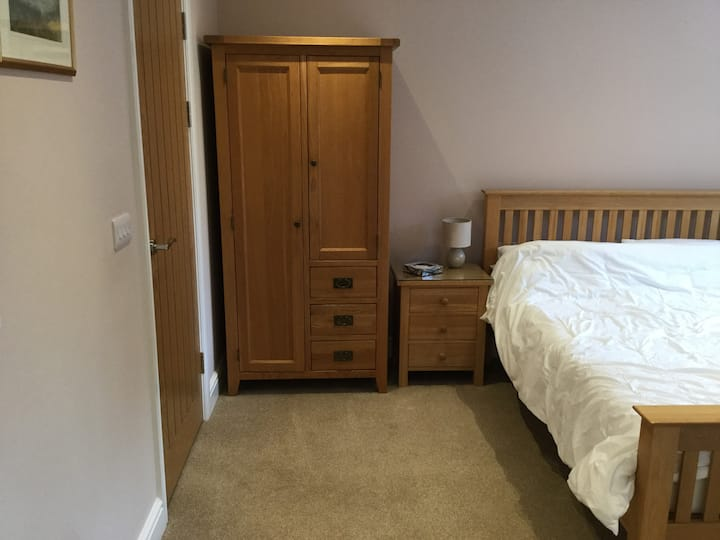 Lovely room available near Oxford.