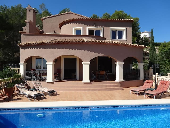 Villa c/w private pool, A/C, wifi, bbq, La Sella