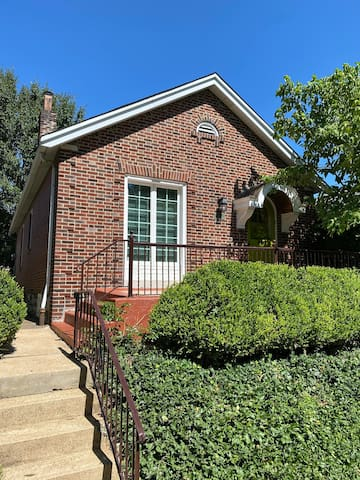 Charming St. Louis Home- Easy Access to all of STL