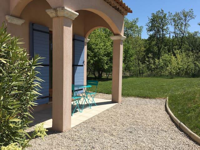 Studio indépendant avec cuisine équipée - Le Puy-Sainte-Réparade - Casa