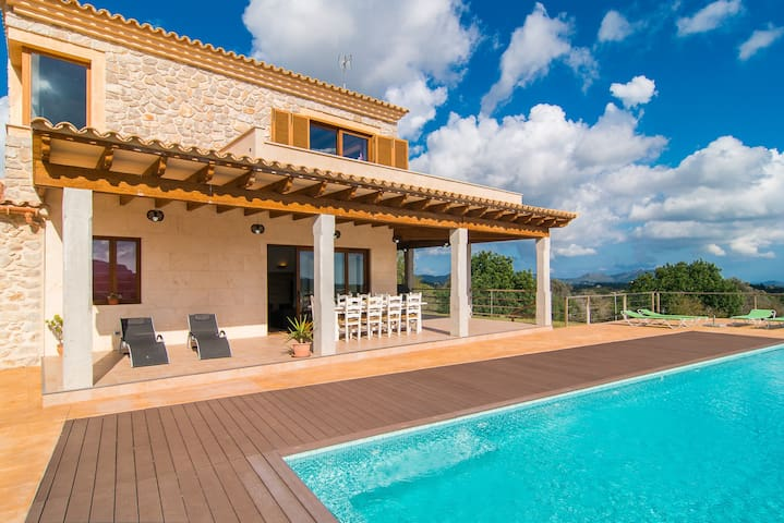Spectacular Country House with Infinity Pool, Garden, Balcony, Terraces & Wi-Fi; Parking Available, Pets Allowed