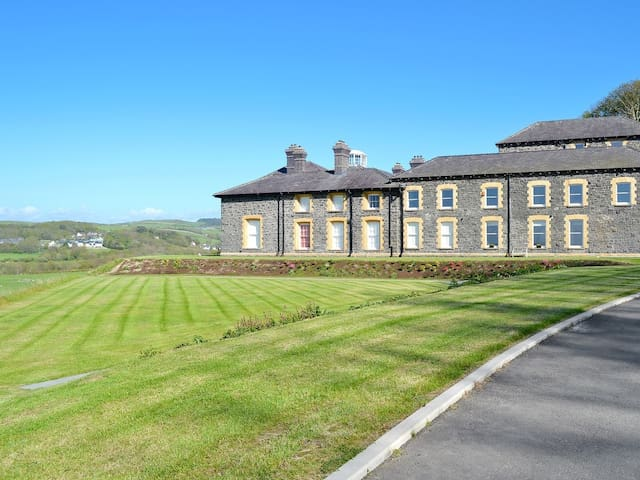 Seaside 2 bedroom apartment in Grade II mansion - Aberystwyth - Apartment