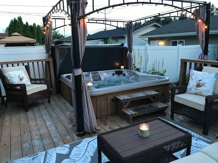 3 bedroom house Hot Tub Backyard Garden Downtown