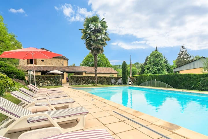 Spacious home with large swimming pool and large garden in Siorac-en-Périgord (3km)