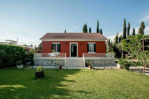 Corfu Family House, centrally located