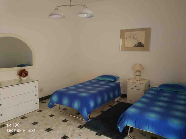 Cosy Double/Twin room With garden in the center.