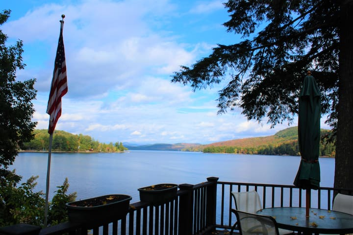 Spectacular Schroon Lake Home 2 Private floors