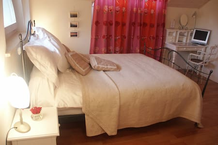 Cosy room in charming 19th century villa - Nyon