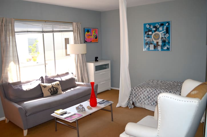 Stylish & Artsy Beachside Suite - Santa Monica - Apartemen