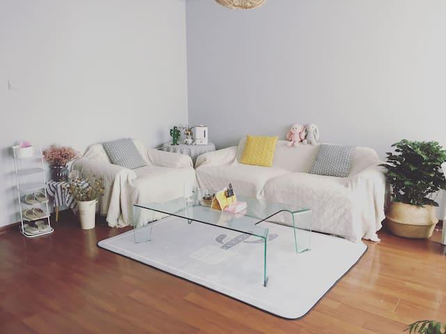 「北禾.公寓」鲜花小居,一室一厅独立房源。景区围绕的小区,适合慢旅行的你