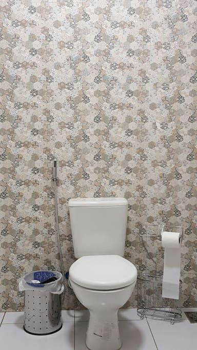 Banheiro privado, com água quente.